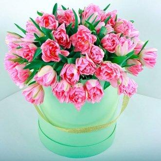49 тюльпанов в зеленой коробке